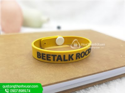 Vòng Tay Cao Su Cài Nút Nhựa BeeTalk