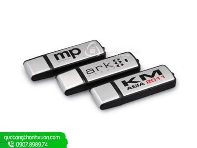 USB Nhựa Nắp Rời Phối Thân Bạc - UVN04